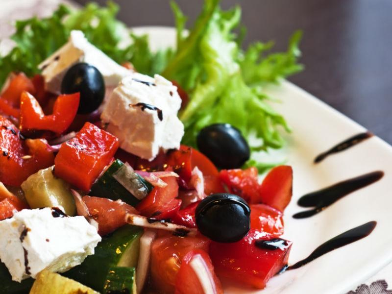 греческий-салат-Depositphotos_6481085_l-800-600.jpg