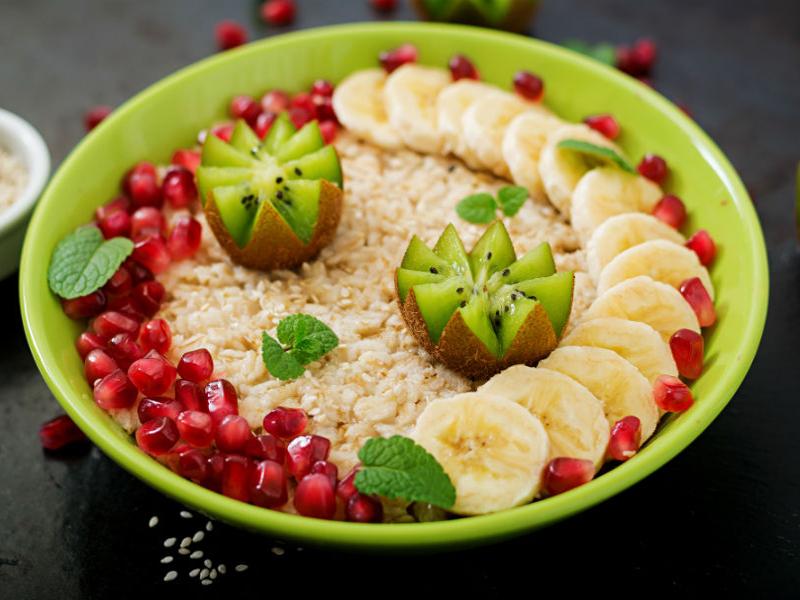 2-Овсянка-с-фруктами-и-ягодами-Depositphotos_149146856_xl-2015.jpg